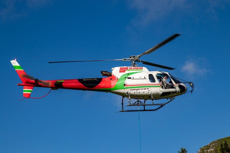 Blugeon Hélicoptères se charge du transport jusqu'au refuge